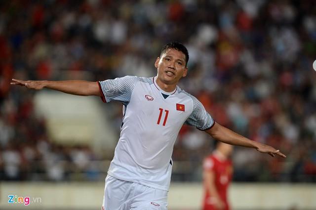 Kết thúc hiệp 1: Đội tuyển Việt Nam dẫn trước 2-0 trước Lào, Công Phượng, Anh Đức lập công - Ảnh 9.