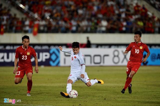 Kết thúc hiệp 1: Đội tuyển Việt Nam dẫn trước 2-0 trước Lào, Công Phượng, Anh Đức lập công - Ảnh 3.