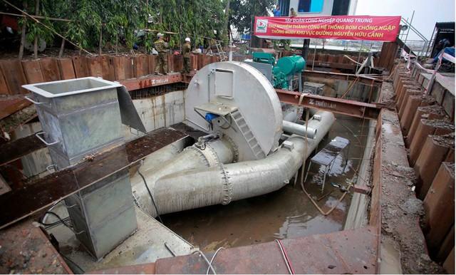 TPHCM ứng kinh phí thuê siêu máy bơm chống ngập đường Nguyễn Hữu Cảnh - Ảnh 1.