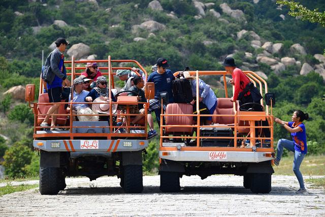 Ninh Thuận: Độc đáo với dịch vụ chở khách du lịch bằng máy cày ở Mũi Dinh - Ảnh 5.
