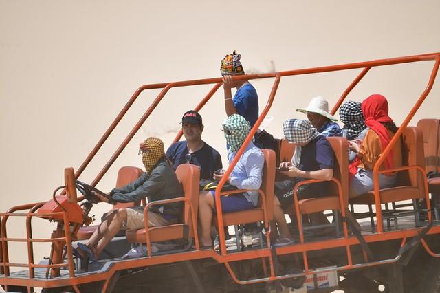 Ninh Thuận: Độc đáo với dịch vụ chở khách du lịch bằng máy cày ở Mũi Dinh - Ảnh 6.