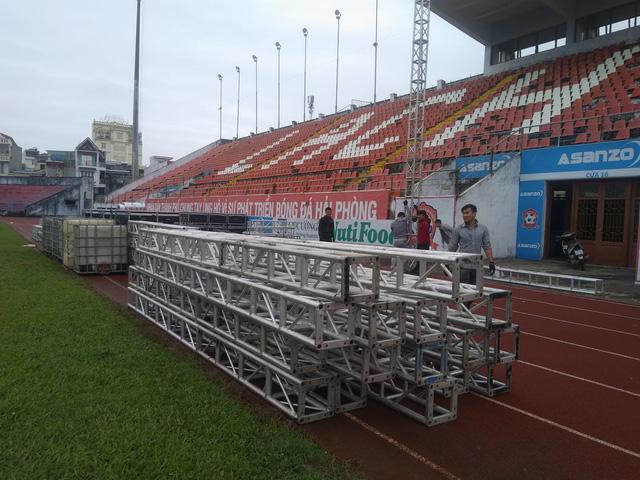 Sân vận động Lạch Tray lắp màn hình khủng sẵn sàng cho trận chung kết lượt đi AFF Cup 2018 - Ảnh 3.
