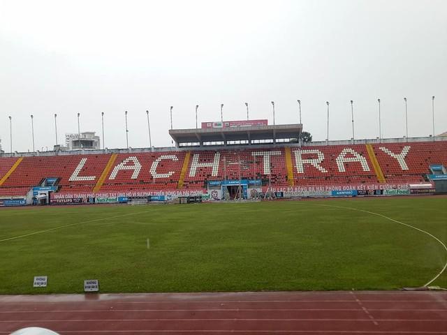 Sân vận động Lạch Tray lắp màn hình khủng sẵn sàng cho trận chung kết lượt đi AFF Cup 2018 - Ảnh 1.