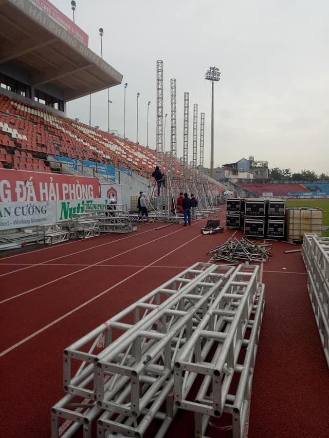 Sân vận động Lạch Tray lắp màn hình khủng sẵn sàng cho trận chung kết lượt đi AFF Cup 2018 - Ảnh 2.