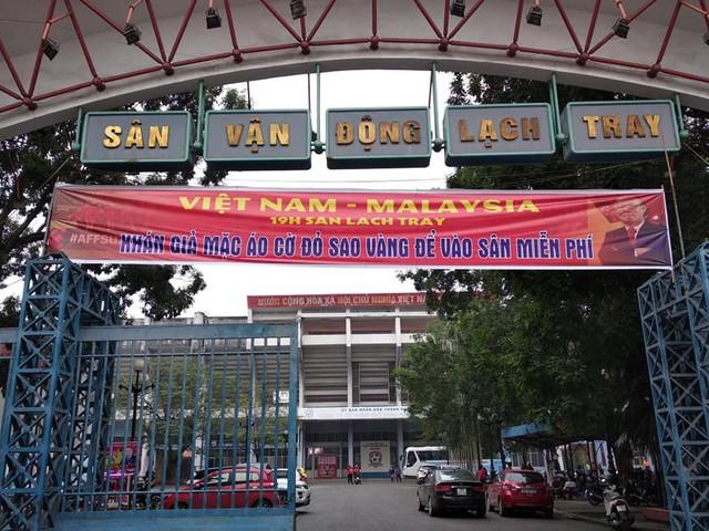 Sân vận động Lạch Tray lắp màn hình khủng sẵn sàng cho trận chung kết lượt đi AFF Cup 2018 - Ảnh 5.