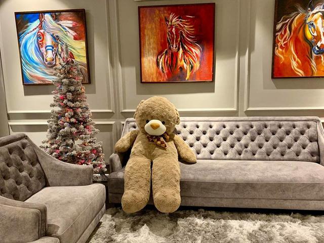 Cùng nghía qua những căn hộ tiền tỷ của sao Việt được trang hoàng lộng lẫy đón Giáng sinh - Ảnh 11.