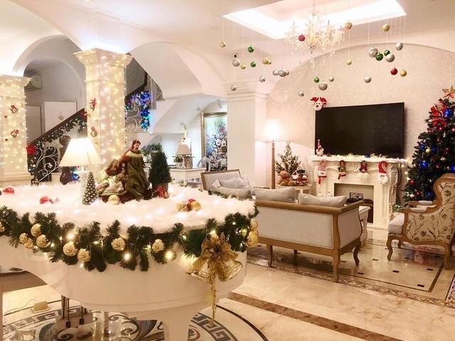 Cùng nghía qua những căn hộ tiền tỷ của sao Việt được trang hoàng lộng lẫy đón Giáng sinh - Ảnh 7.