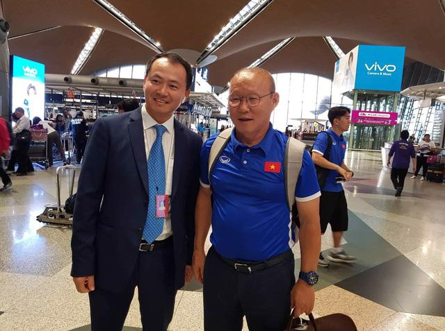 Đội tuyển Việt Nam được tặng món quà bất ngờ trên chuyến bay của Vietnam Airlines - Ảnh 1.