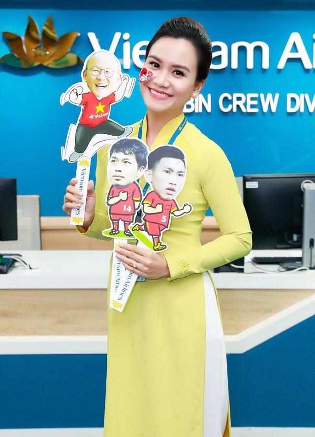Đội tuyển Việt Nam được tặng món quà bất ngờ trên chuyến bay của Vietnam Airlines - Ảnh 4.