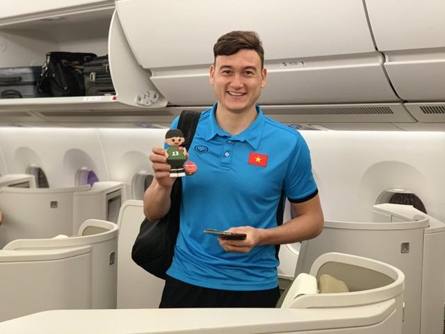 Đội tuyển Việt Nam được tặng món quà bất ngờ trên chuyến bay của Vietnam Airlines - Ảnh 9.