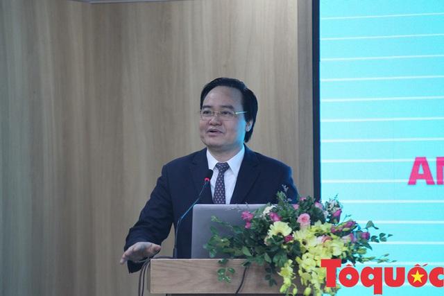"""4 """"bài toán"""" lớn Bộ trưởng Phùng Xuân Nhạ đặt ra cho các chuyên gia về học tập suốt đời - Ảnh 1."""
