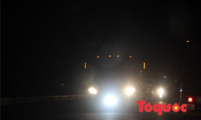 Ô tô lắp thêm đèn Led, đèn pha: Rất nguy hiểm cần phải xử lý nghiêm - Ảnh 1.