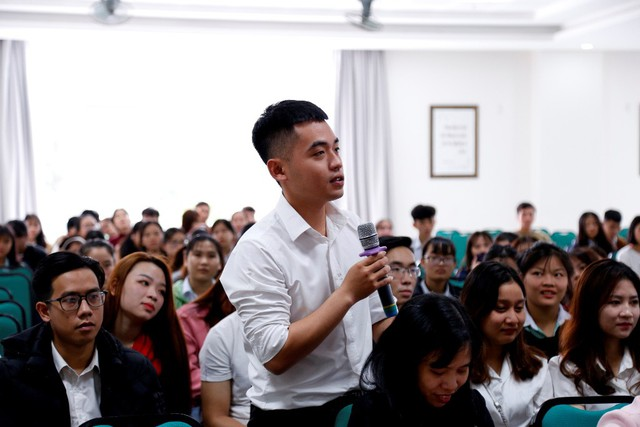 Doanh nghiệp trực tiếp đến trường tuyển chọn sinh viên thực tập và làm việc - Ảnh 2.
