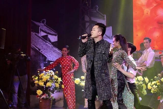 Ca sỹ Tùng Dương tự hào khi được thể hiện ca khúc về Bác Hồ trong Vang mãi Giai điệu Tổ Quốc 2019  - Ảnh 3.