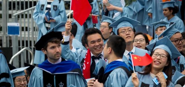 Du học sinh Trung Quốc tại Mỹ ngột ngạt giữa bão căng thẳng? - Ảnh 1.