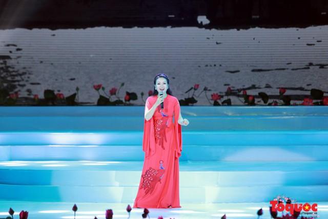 Ca sĩ Tân Nhàn: Mong có thêm nhiều chương trình ý nghĩa như Vang mãi giai điệu Tổ Quốc - Ảnh 2.