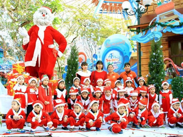 Những địa điểm đón Giáng sinh hấp dẫn ở Hà Nội và TPHCM - Ảnh 3.