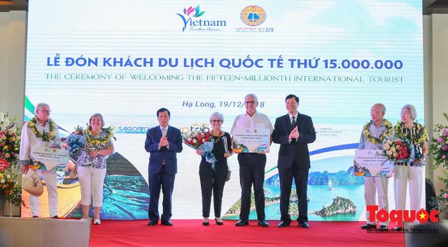 Việt Nam đón vị khách quốc tế thứ 15 triệu, hoàn thành mục tiêu lớn - Ảnh 2.