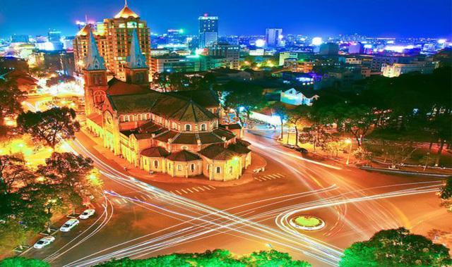 Những địa điểm đón Giáng sinh hấp dẫn ở Hà Nội và TPHCM - Ảnh 4.