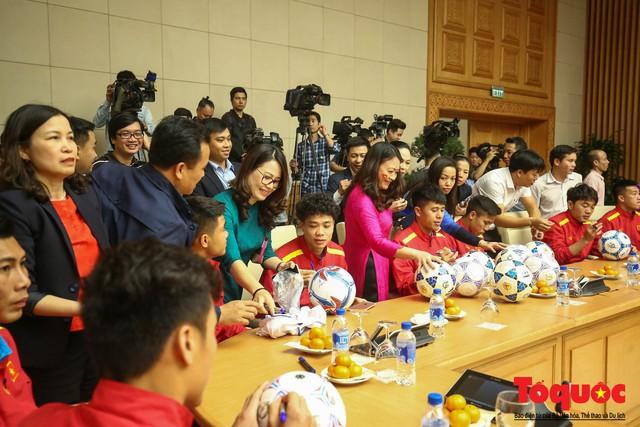 Thủ tướng Nguyễn Xuân Phúc: Đội tuyển Việt Nam là gam màu rất sáng đối với niềm tin của nhân dân trong phát triển thể thao của đất nước - Ảnh 25.
