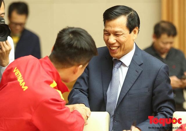 Thủ tướng Nguyễn Xuân Phúc: Đội tuyển Việt Nam là gam màu rất sáng đối với niềm tin của nhân dân trong phát triển thể thao của đất nước - Ảnh 24.