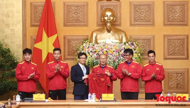 Thủ tướng Nguyễn Xuân Phúc: Đội tuyển Việt Nam là gam màu rất sáng đối với niềm tin của nhân dân trong phát triển thể thao của đất nước - Ảnh 20.