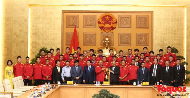Thủ tướng Nguyễn Xuân Phúc: Đội tuyển Việt Nam là gam màu rất sáng đối với niềm tin của nhân dân trong phát triển thể thao của đất nước - Ảnh 26.