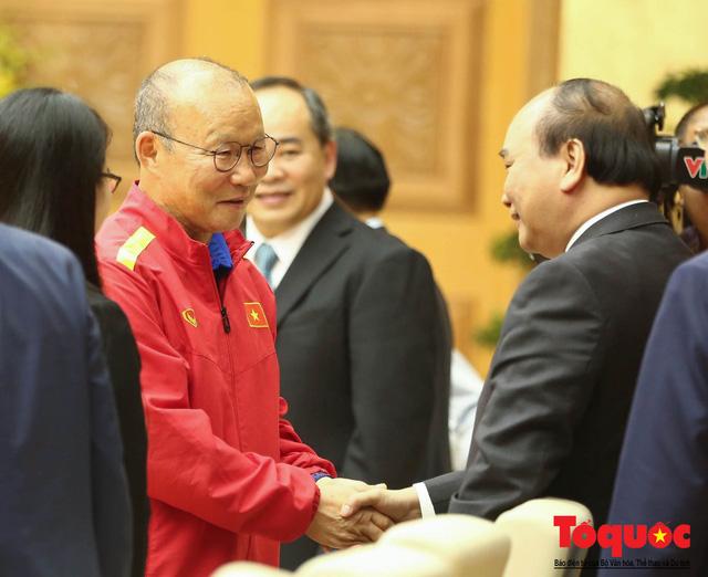Thủ tướng Nguyễn Xuân Phúc: Đội tuyển Việt Nam là gam màu rất sáng đối với niềm tin của nhân dân trong phát triển thể thao của đất nước - Ảnh 22.