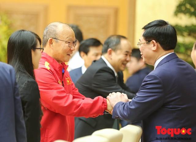 Thủ tướng Nguyễn Xuân Phúc: Đội tuyển Việt Nam là gam màu rất sáng đối với niềm tin của nhân dân trong phát triển thể thao của đất nước - Ảnh 23.