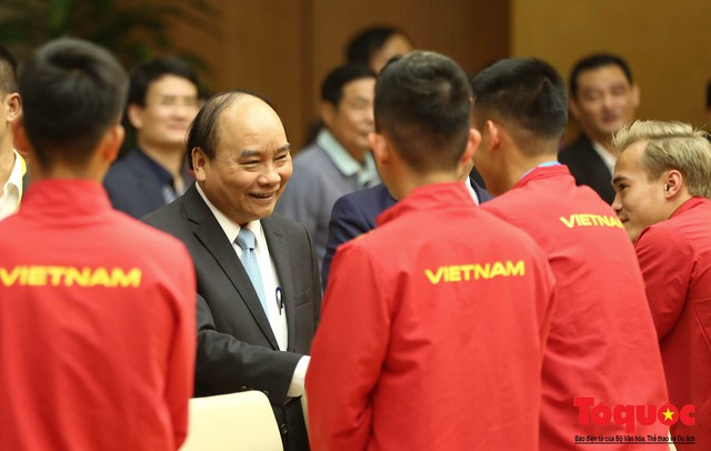 Thủ tướng Nguyễn Xuân Phúc: Đội tuyển Việt Nam là gam màu rất sáng đối với niềm tin của nhân dân trong phát triển thể thao của đất nước - Ảnh 21.