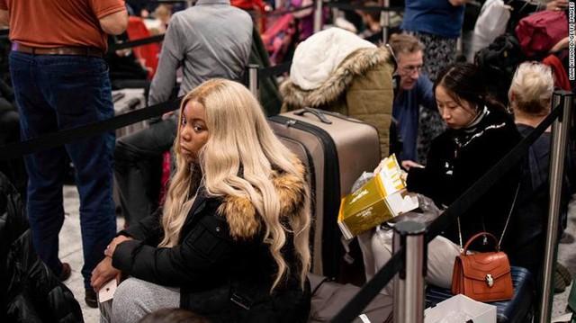 760 chuyến bay bị hủy vì máy bay không người lái - Ảnh 1.