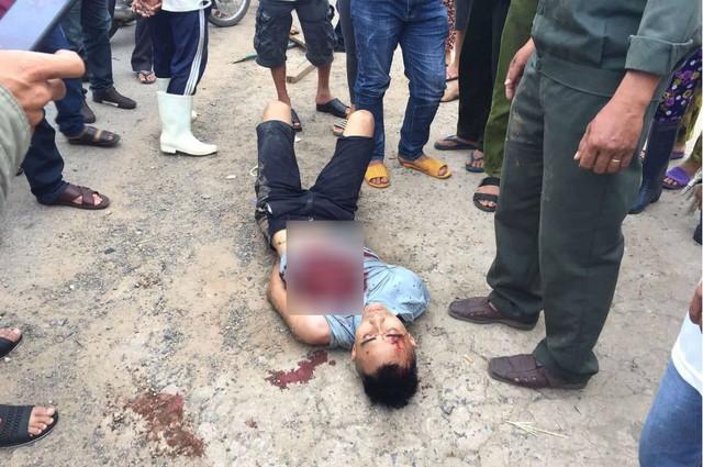 Trung tá công an bị kẻ ngáo đá đâm tử vong trên quốc lộ 1 - Ảnh 2.