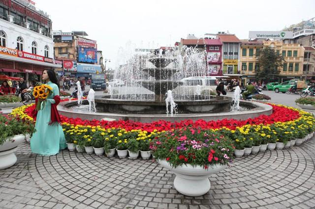 Hà Nội sẽ trang trí hoa tươi trên phố chào đón năm mới - Ảnh 2.