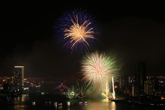 Đà Nẵng bắn pháo hoa chào năm mới bằng nguồn kinh phí xã hội hóa - Ảnh 1.