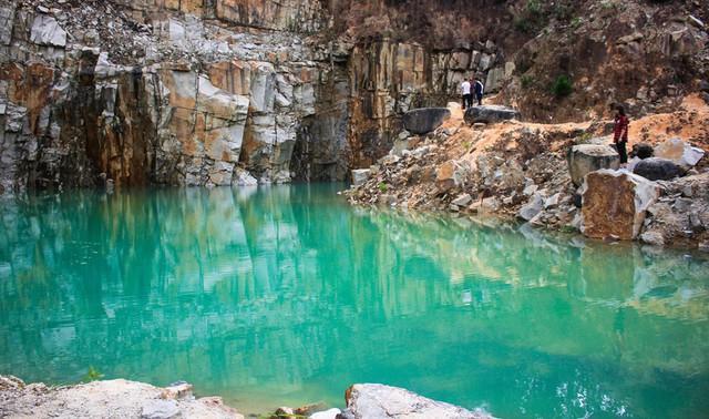 Tuyệt tình cốc Đà Lạt đã hút cạn nước chỉ còn bãi đá trơ trọi - Ảnh 1.