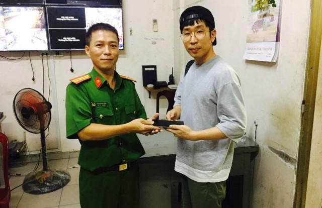 Trinh sát đặc nhiệm quật ngã tên cướp điện thoại của du khách Hàn Quốc - Ảnh 2.