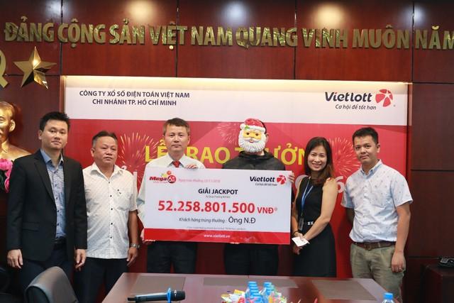 Hơn 60 tỷ cho 3 khách hàng liên tiếp trúng giải jackpot khi chơi Bao 7 của Vietlott - Ảnh 1.