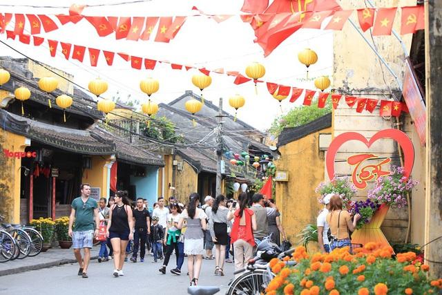 Quảng Nam đón vị khách du lịch quốc tế thứ 3,8 triệu năm 2018  - Ảnh 2.