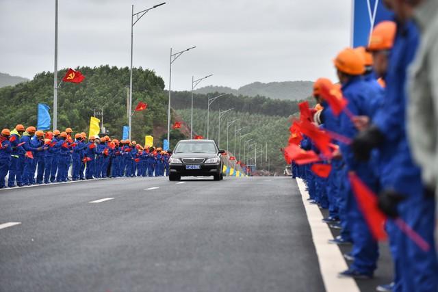 Thủ tướng Những công trình chất lượng sẽ đóng góp vào khát vọng của chúng ta về 50 triệu khách du lịch quốc tế tới Việt Nam  - Ảnh 7.