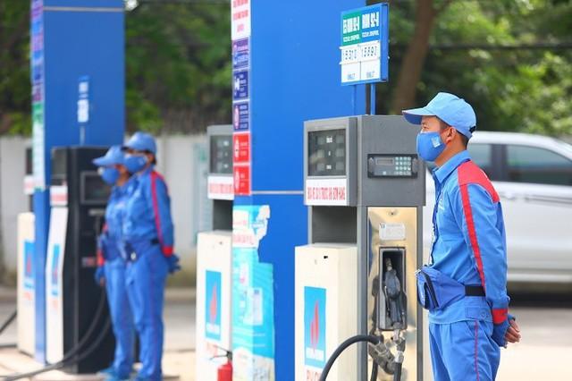 Phó Thủ tướng Vương Đình Huệ yêu cầu không tăng giá xăng dầu từ ngày 1/1/2019 - Ảnh 1.