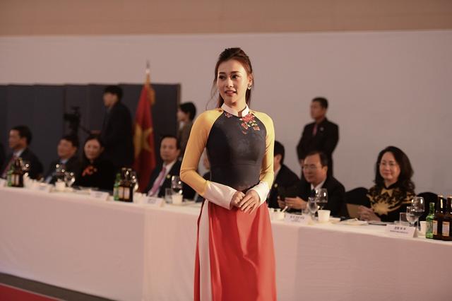 Trình diễn bộ sưu tập áo dài của Đỗ Trịnh Hoài Nam tại Hàn Quốc - Ảnh 4.