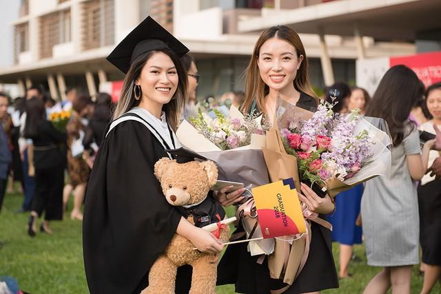 Ngọc Thanh Tâm nhận bằng tốt nghiệp loại giỏi trường đại học quốc tế - Ảnh 3.