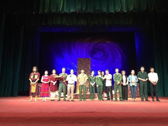 Nhà hát Kịch Việt Nam đưa vở Bão tố Trường Sơn sang Lào, Thái Lan - Ảnh 2.