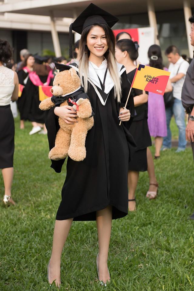 Ngọc Thanh Tâm nhận bằng tốt nghiệp loại giỏi trường đại học quốc tế - Ảnh 2.