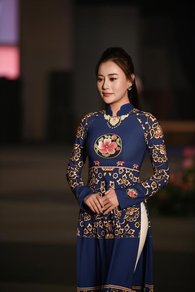 Trình diễn bộ sưu tập áo dài của Đỗ Trịnh Hoài Nam tại Hàn Quốc - Ảnh 3.