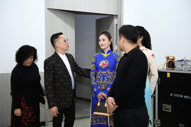 Trình diễn bộ sưu tập áo dài của Đỗ Trịnh Hoài Nam tại Hàn Quốc - Ảnh 2.