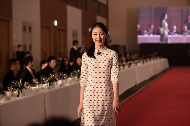 Trình diễn bộ sưu tập áo dài của Đỗ Trịnh Hoài Nam tại Hàn Quốc - Ảnh 9.