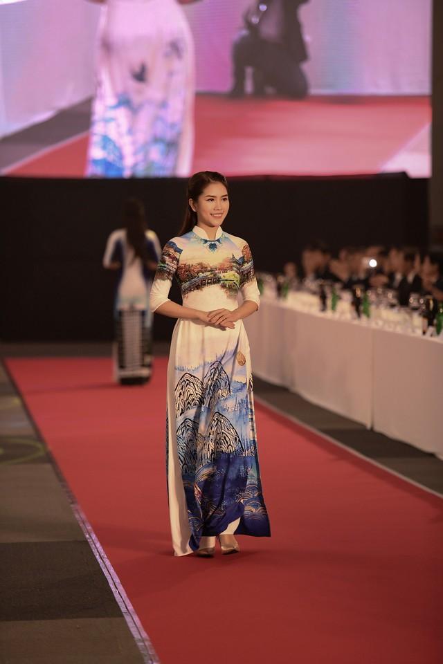 Trình diễn bộ sưu tập áo dài của Đỗ Trịnh Hoài Nam tại Hàn Quốc - Ảnh 8.