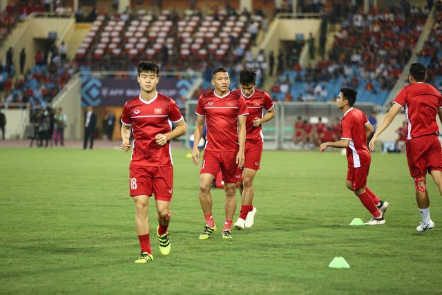 Việt Nam vs Philippines:  Quang Hải, Công Phương ghi bàn giúp đội tuyển Việt Nam vào chơi trận chung kết AFF Cup 2018 - Ảnh 9.