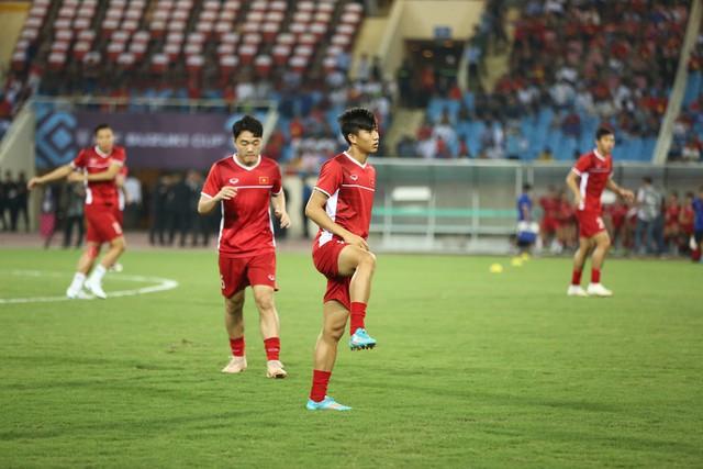 Việt Nam vs Philippines:  Quang Hải, Công Phương ghi bàn giúp đội tuyển Việt Nam vào chơi trận chung kết AFF Cup 2018 - Ảnh 10.